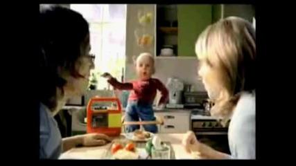 Тази реклама ще ви спука от смях...бебе брейкър