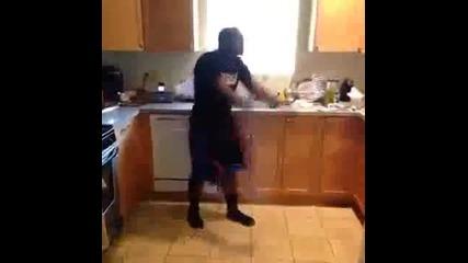 Как танцуват белите момичета