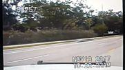 Самолет кацна аварийно на магистрала