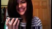 Selena Se Obajda Na Fenovete Si