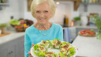 Салата с пиле, бекон и авокадо | Класики с Мери Бери | 24Kitchen Bulgaria