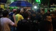 Протестиращи помляха банка по време на Аржентина-Босна