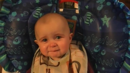 Емоционално бебе! Твърде сладко !
