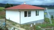 Сглобяема къща на язовира до Лесидрен