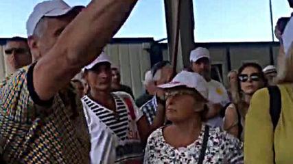Екоминистърът Нено Димов се срещна с протестиращите жители на с. Атия