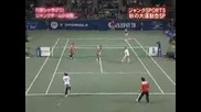 Мария Шарапова играе срещу петима човека