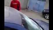 Велико Търновски мутри бабаити чупят прозореца на Bmw!!