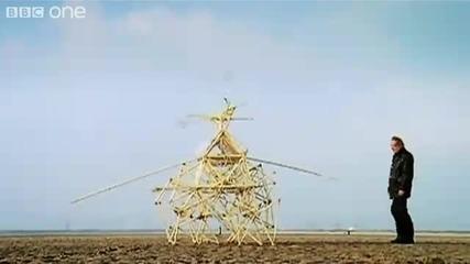 Човек създава кинетична скулптура, която се движи сама!