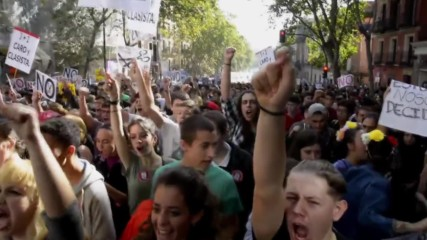 Spain: Thousands of students go on strike against new education law