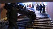 Русия — На това се вика да паркираш в пешеходен подлез