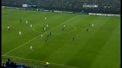 Schalke v Lyon Sky Highlights - football video 24.11.10