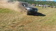 Една доста интересна битка! Как мислите, дали Audi Q7 може да издърпа Toyota Hilux?