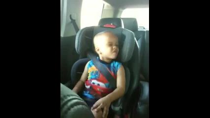 Негърче пее Baby на Джъстин Бийбър