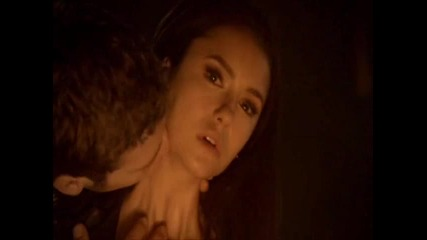 The Vampire Diaries(клаус пие кръв от Елена)