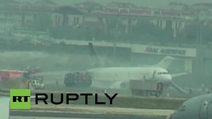 Самолет кацна аварийно в Истанбул заради проблем с двигателя