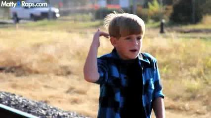 7 Годишно дете рапира страхотно на песента Ke$ha - We R Who We R