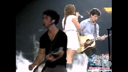 Nick Jonas & Miley Cyrus - Before the Storm Live High Quality