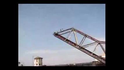 Скок От 50 Метров Мост В Море.