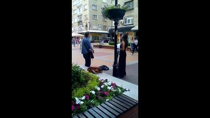 Страхотни улични музиканти и певци на бул.витоша в София