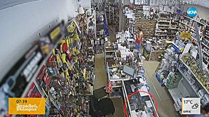 """""""Дръжте крадеца"""": Двама мъже задигнаха телефон от магазин"""