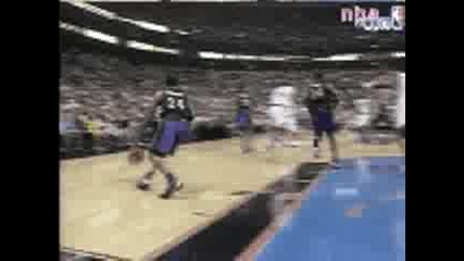 Allen Iverson Dunks On Vince Cater