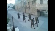Танцуващи израелски войници взривиха нета