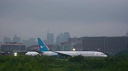 Philippines: Passenger jet skids off runway at Manila airport