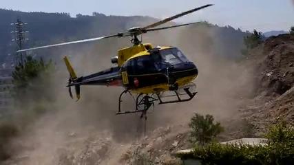 """Пожарен хеликоптер """"краде"""" вода от басейн."""