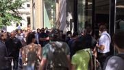 USA: Queues line Apple stores in NYC for iPhone 7 launch