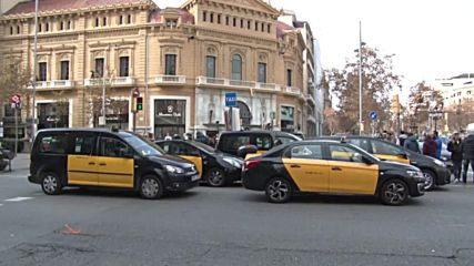 Spain: Taxis block major Barcelona street over proposed ride share rules