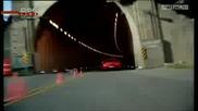 Шуми кара по тавана на тунел с Mercedes Benz Sls Amg