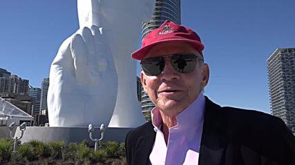USA: Giant sculpture calls for moment of silence toward Manhattan