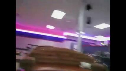 Разбиване на таван с боулинг топка