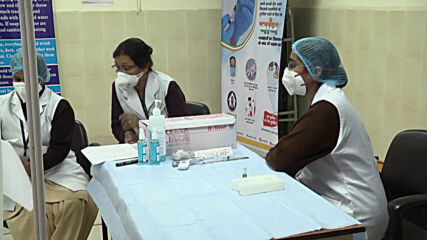India: Healthcare workers first in line to receive COVID-19 vaccine in New Delhi