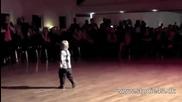 2 - годишен взриви фейсбук с танц