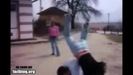 Момче се изгавря с момиче и тя се претрепва!