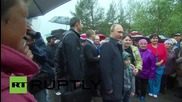 Russia: Putin meets feline Khakassia wildfire survivor