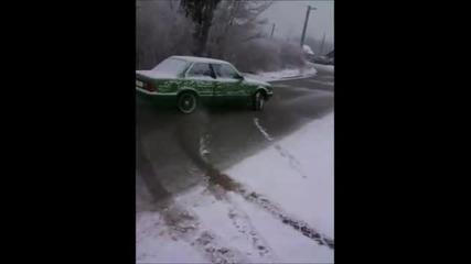 Ненормално Bmw E30 на ток - зимата !