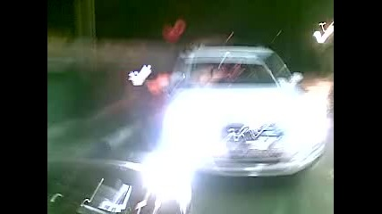 Vw Tiguan пакрира самичък на автомивка Европа 2