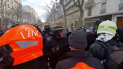 France: Clashes in Paris as firefighters and police face off