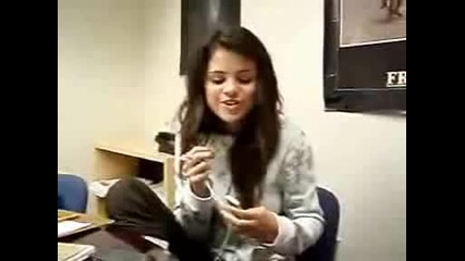 Selena Gomez Пее Rock Strar На Miley Cyrus