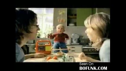 Бебе шашва родителите си