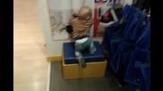 Водят ме в Мол-а, защото във Варна няма детски градини...