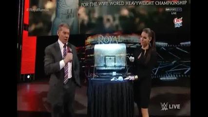 Винс и Стефани Макмеън теглят жребий за номер 1 в мелето - Wwe Raw - 18.01.16