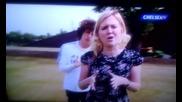 Футболист се подиграва с репортерка *смях*