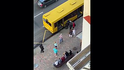 Belarus: Police mistake passenger bus for police van in Minsk