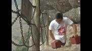 Мъж с ампутирани крайници изкачва опасна планина в Китай!