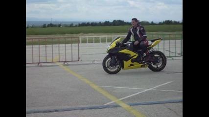 Атрактивно каране на пистата в Долна Митрополия 16.05.2010
