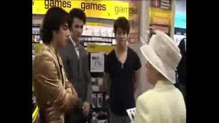 The Queen And The Jonas Brothers
