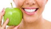 9 Храни които естествено почистват зъбите